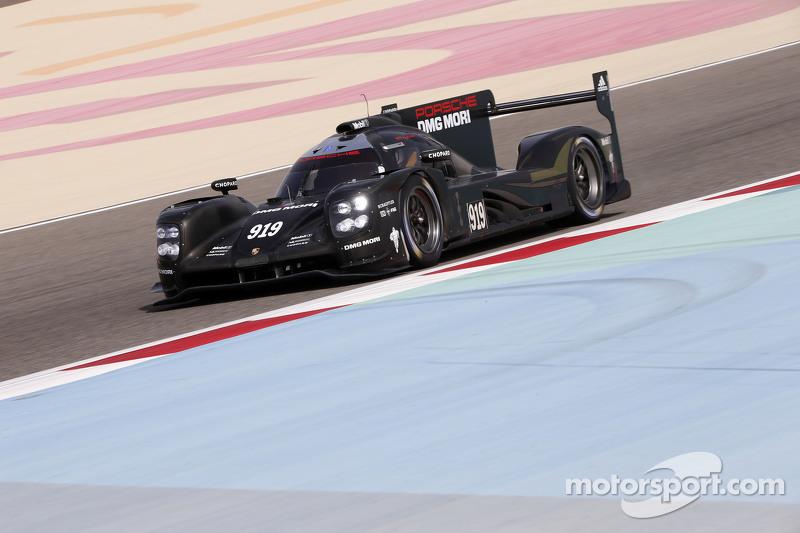 إختبار سيارة بورشه أل أم بي1 في البحرين