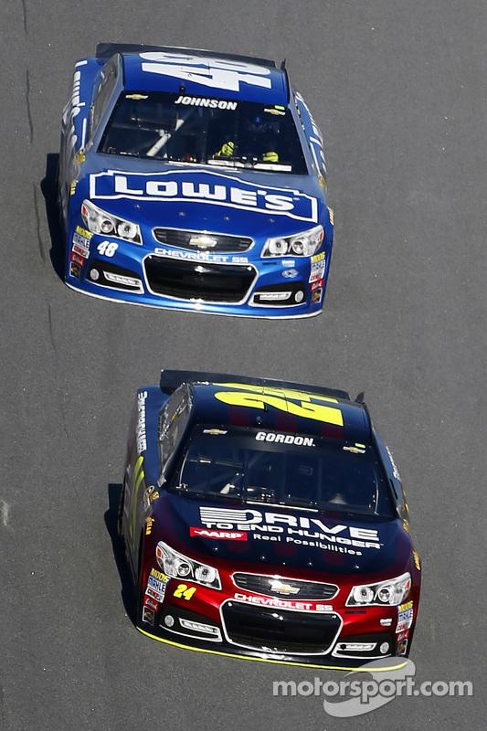 Jeff Gordon, Hendrick Motorsports Chevrolet leva Jimmie Johnson, Hendrick Motorsports Chevrolet