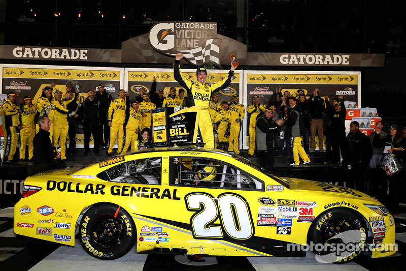 1. Matt Kenseth, Joe Gibbs Racing, Toyota, feiert