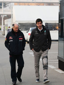 (L naar R): Franz Tost, Scuderia Toro Rosso Teambaas met Toto Wolff, Mercedes AMG F1 Aandeelhouder en Executive Director