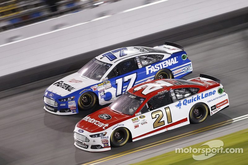 Ryan Blaney, Team Penske, Ford, und Ricky Stenhouse jr., Roush Fenway Racing, Ford