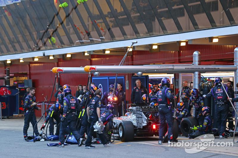 Daniil Kvyat, Red Bull Racing RB11, in der Box
