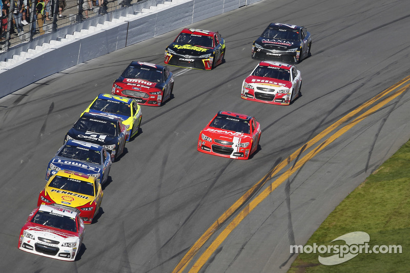 Kevin Harvick, Stewart-Haas Racing, Chevrolet, in Führung