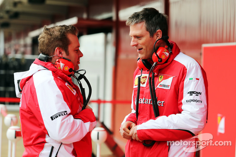 (da sinistra a destra): Dave Greenwood, Ingegnere di pista Ferrari con James Allison, Direttore Tecnico del telaio Ferrari