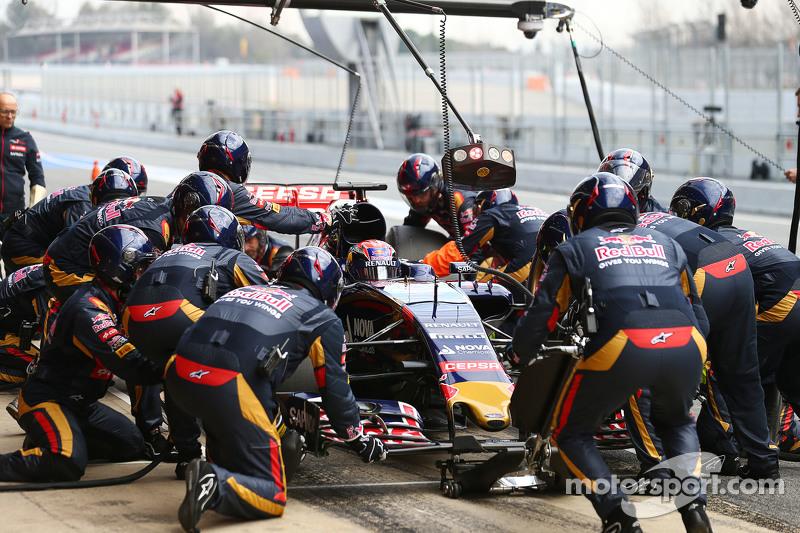 Max Verstappen, Scuderia Toro Rosso STR10, pit stop antrenmanı yapıyor