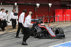 Jenson Button, McLaren MP4-30, in der Box