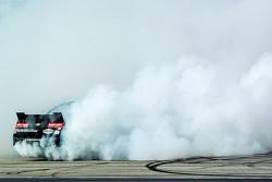 الفائز بالسباق، كيفن هارفيك، جي آر موتورسبورتس شيفروليه، يحتفل