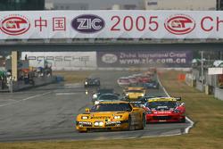 #6 GLPK Racing Corvette C5-R: Bert Longin, Anthony Kumpen, Mike Hezemans leads the field