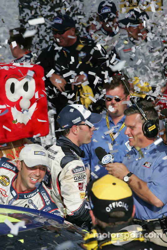 Victory lane : le vainqueur Jimmie Johnson