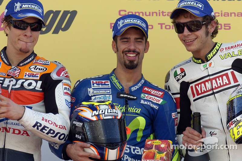 Podio: ganador de la carrera Marco Melandri con Nicky Hayden y Valentino Rossi
