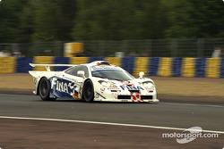 #43 Team BMW Motorsport McLaren F1 GTR BMW: Peter Kox, Roberto Ravaglia, Éric Hélary