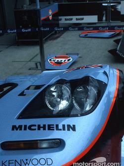 Headlights of the Gulf Team Davidoff McLaren F1 GTR BMW