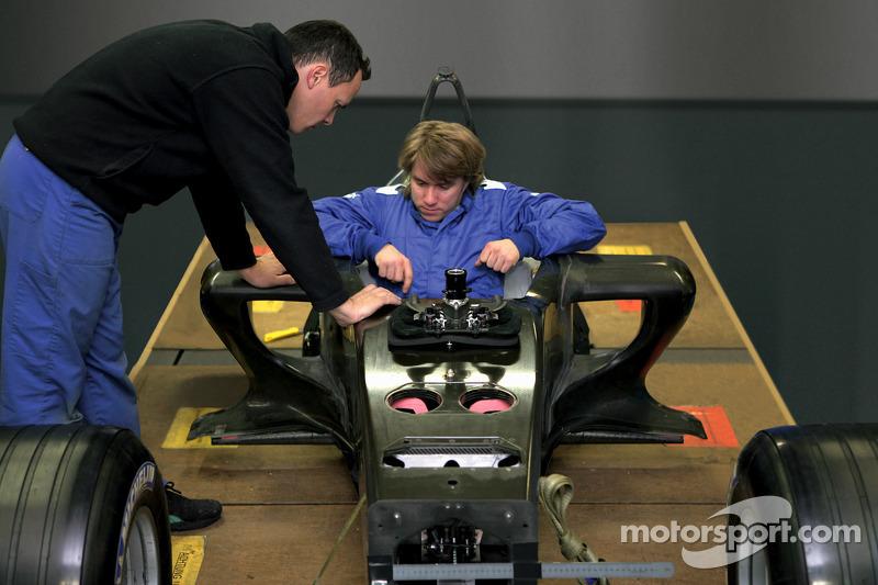 Нік Хайдфельд випробовує шасі BMW Sauber F1.06