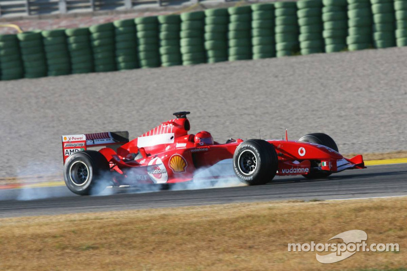 Valentino Rossi mengemudikan Ferrari F2004 di Valencia pada 2006