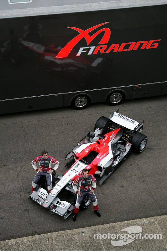 Tiago Monteiro et Christijan Albers avec la nouvelle MF1 Racing M16