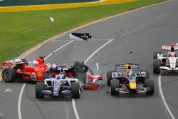 First corner: crash between Nico Rosberg, Felipe Massa and Christian Klien