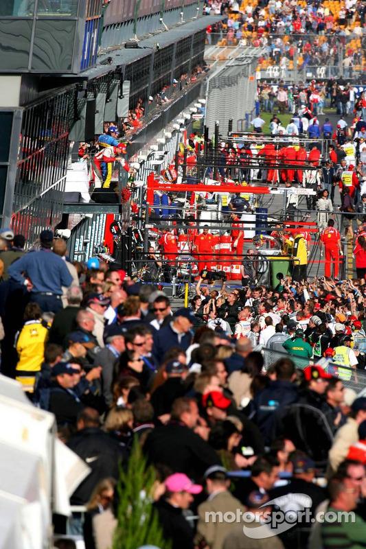 Podium: Fernando Alonso avec Kimi Räikkönen et Ralf Schumacher