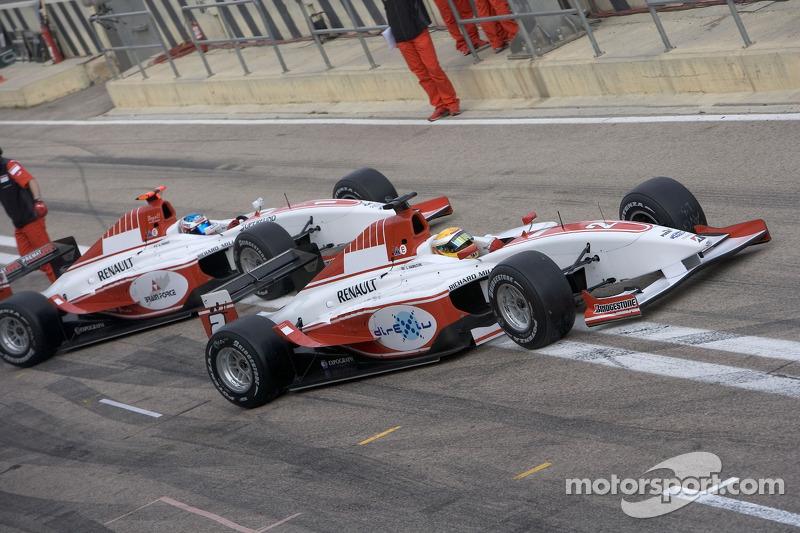 Lewis Hamilton et Alexandre Premat sont poussés vers le garage