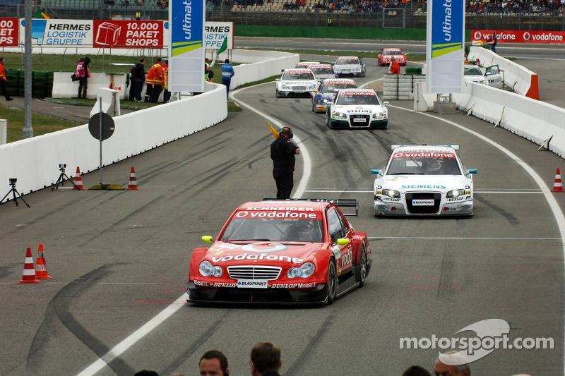 Les trois premiers viennent dans la ligne des stands après la course, Bernd Schneider, Tom Kristensen, Heinz-Harald Frentzen