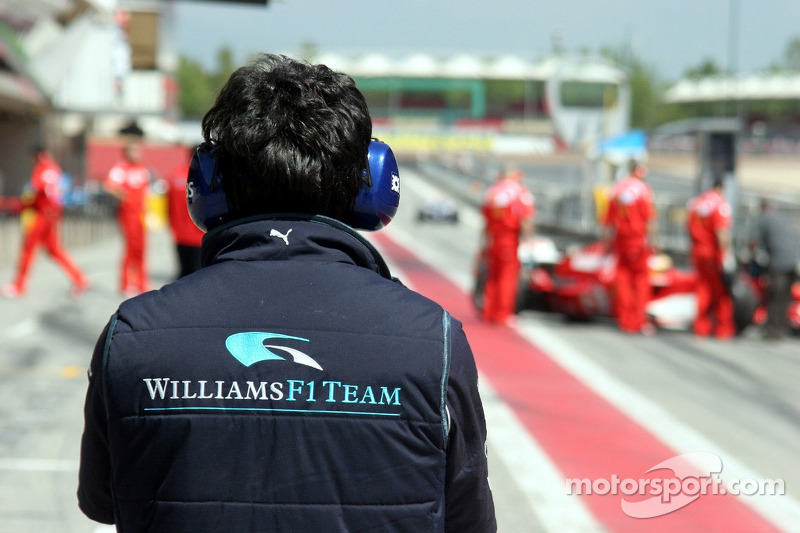 Mécaniciens Williams attendent Nico Rosberg
