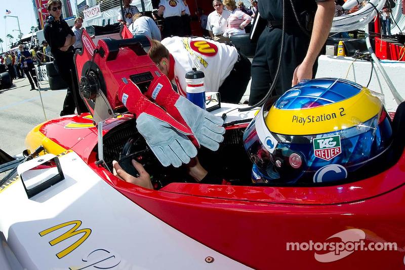 Sébastien Bourdais utilise son ventilateur pour les gants