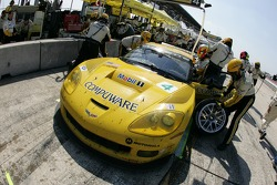 Pitstop for #3 Corvette Racing Corvette C6-R: Ron Fellows, Johnny O'Connell, Max Papis