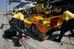 Pitstop for #7 Penske Motorsports Porsche RS Spyder: Timo Bernhard, Romain Dumas, Patrick Long