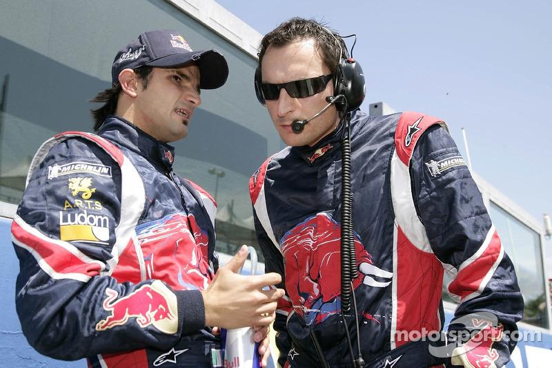 Vitantonio Liuzzi et l'ingénieur de la course Riccardo Adami