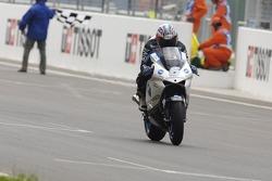 Makoto Tamada at the finish line