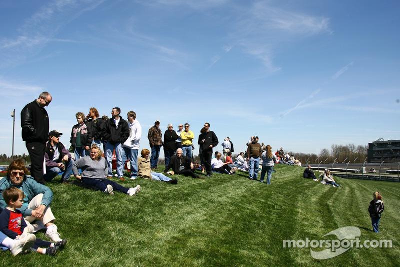 Fans regardent l'action
