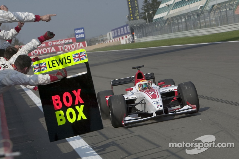 Lewis Hamilton gagne sa première course GP2