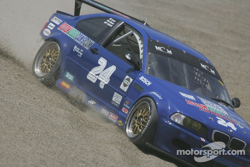 #24 Matt Connolly Motorsports BMW M3 dans les stands au virage 6