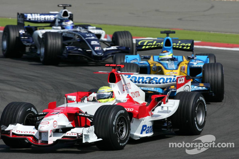 Ralf Schumacher devant Giancarlo Fisichella et Nico Rosberg