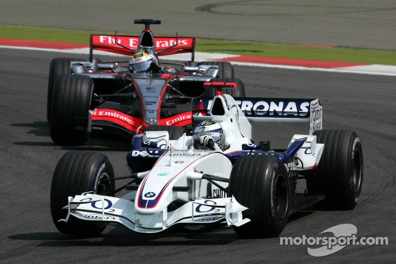 Nico Rosberg devant Juan Pablo Montoya