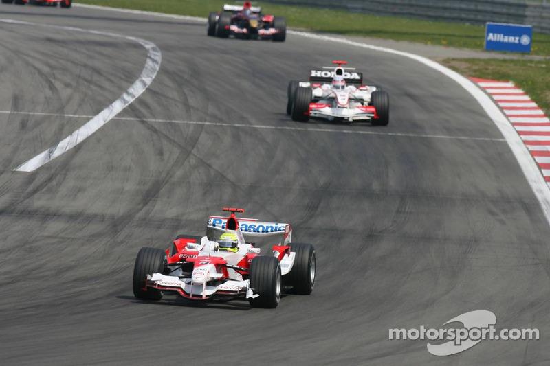 Ralf Schumacher devant Takuma Sato