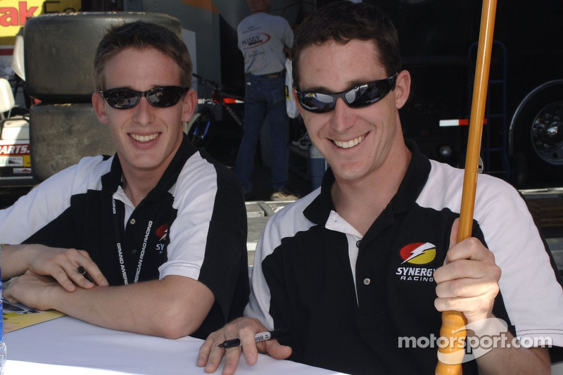 Burt Frisselle et Brian Frisselle signe des autographes