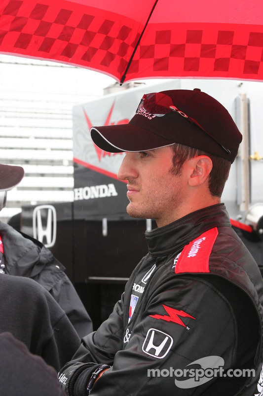Tomas Scheckter attend le retard de la pluie