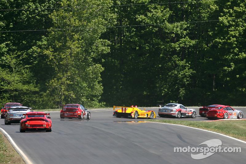 Action au premier virage: #7 Penske Motorsports Porsche RS Spyder: Timo Bernhard, Romain Dumas monte aux avant-postes