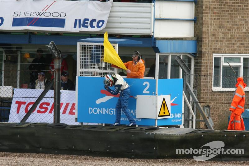 Salvador Duran se bat avec un drapeau jaune!