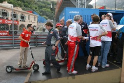 The drivers wait in a queue to get the lift to the paddock: Michael Schumacher, Fernando Alonso and Ralf Schumacher