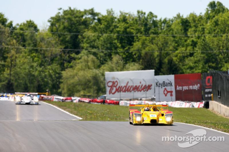 Premier tour: #6 Penske Motorsports Porsche RS Spyder: Sascha Maassen, Lucas Luhr