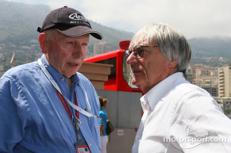 John Surtees parle avec Bernie Ecclestone