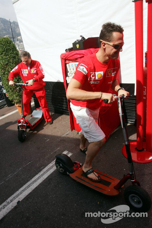 Michael Schumacher sur le chemin vers la réunion des commissaires