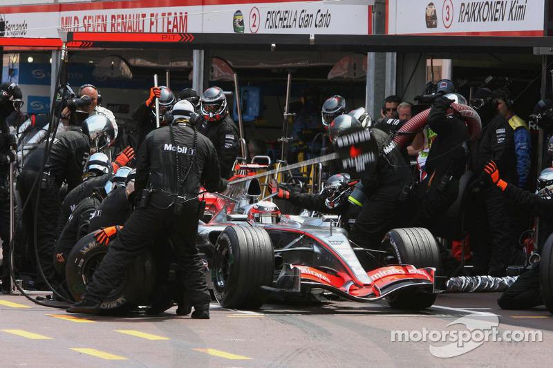Kimi Raikkonen  hace un pitstop