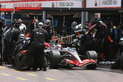 Kimi Raikkonen makes a pitstop