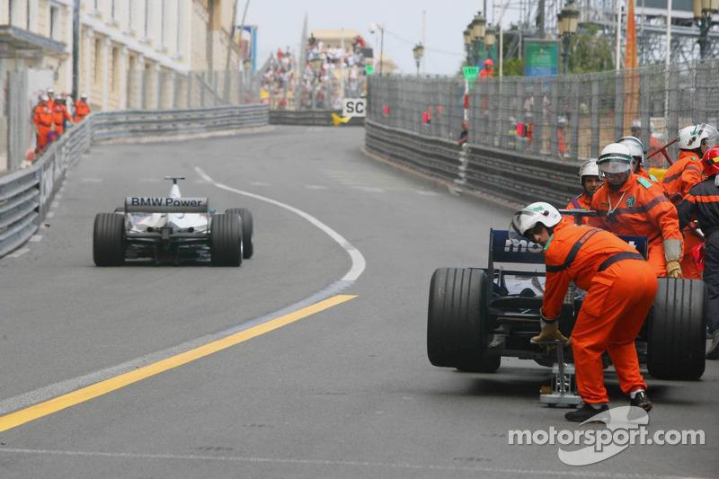 La voiture de Mark Webber après le feu