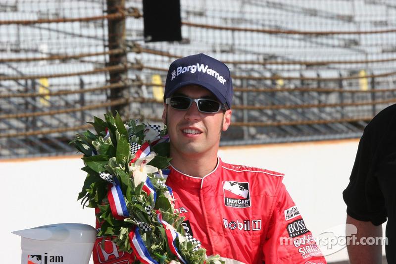 Le vainqueur de la course Sam Hornish Jr. Est épuisé après une courte nuit