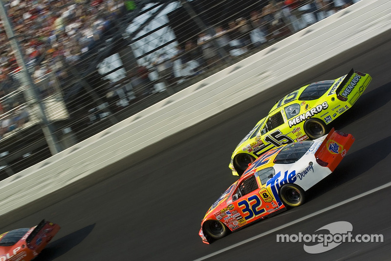 Travis Kvapil et Paul Menard