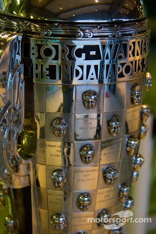 Détail du trophée Borg-Warner