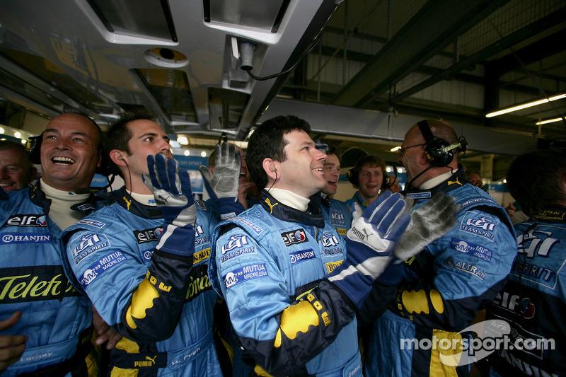 L'équipe Renault fait la fête